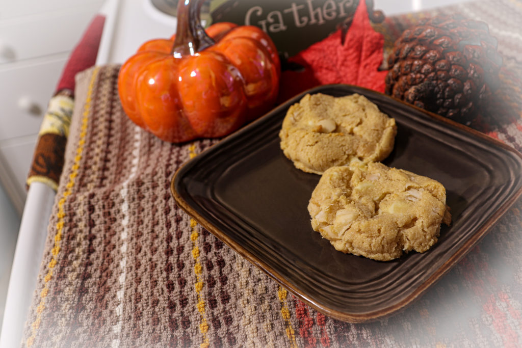 Keto White Chocolate Macadamia Nut Cookies